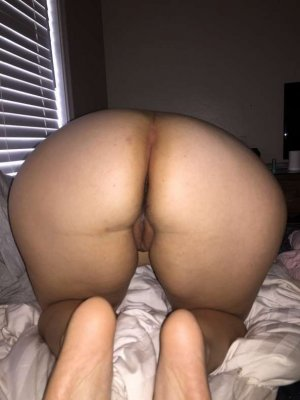 Makka brunette escorts in Colonial Heights, VA